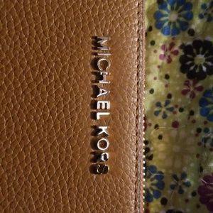 Michael Kors tan wallet (new)